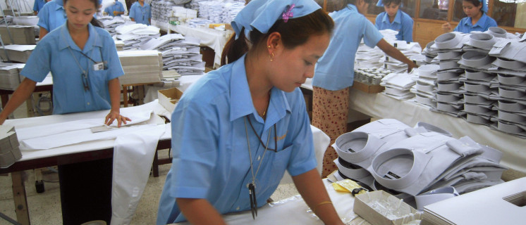 Werknemers in een kledingfabriek