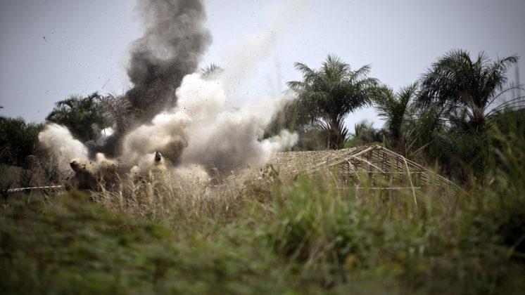 Destruction d'un mortier abandonnŽ de 60mm dŽcouvert ˆ la pŽriphŽrie de Kisangani le 15 mars 2011.