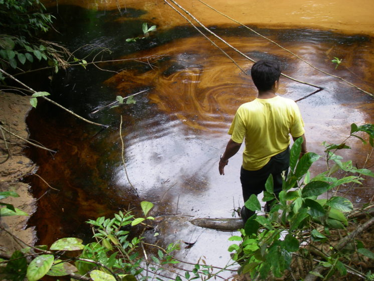 Oil spill in the corrientes river baisin.