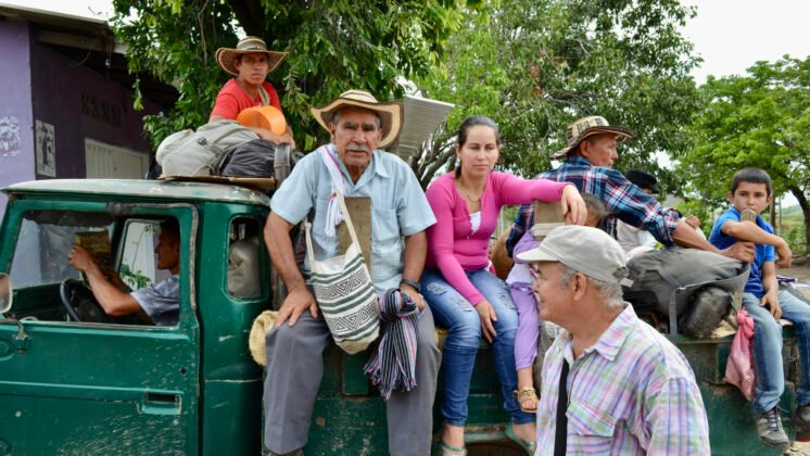 Photo of Displaced farmers at a commemoration of a massacre in the municipality of Becerril (2017)